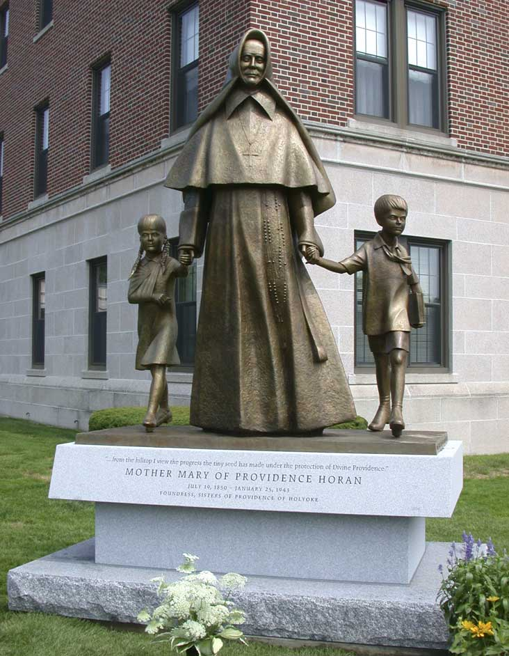 Sisters of Providence (sculpteur: Raoul Hunter) Holyoke, MA, USA